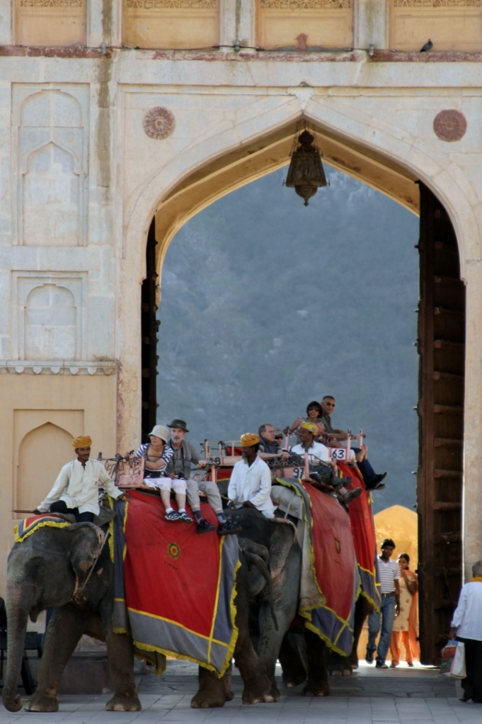 23 09 Arriving at the Amber Fort