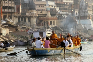 25 06 Buddhist Monks Visit the Ganges