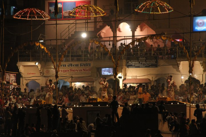 26 03 Varanasi at Night