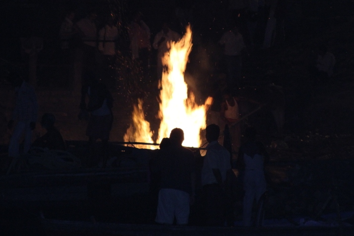 26 05 Burning at the Ghats