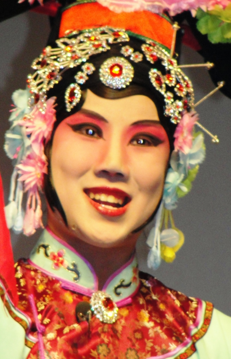 34-01a Queen, Chinese Opera