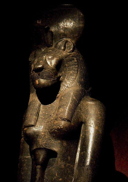 421px-Statue_of_Sekhmet_in_the_Turin_Museum,_Italy