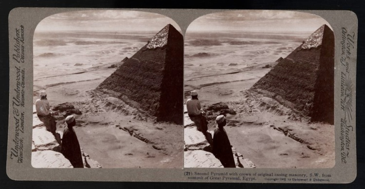 Second_Pyramid_with_crown_of_original_casing_masonry,_S.._From_summit_of_Great_Pyramid,_Egypt._(21)_(1902)_-_front_-_TIMEA