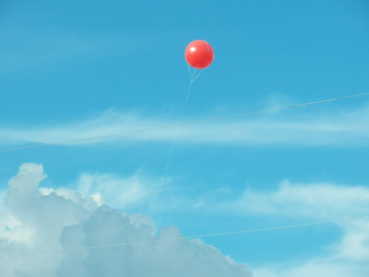 balloon_in_the_sky_by_lilkookee16-d5h70t5