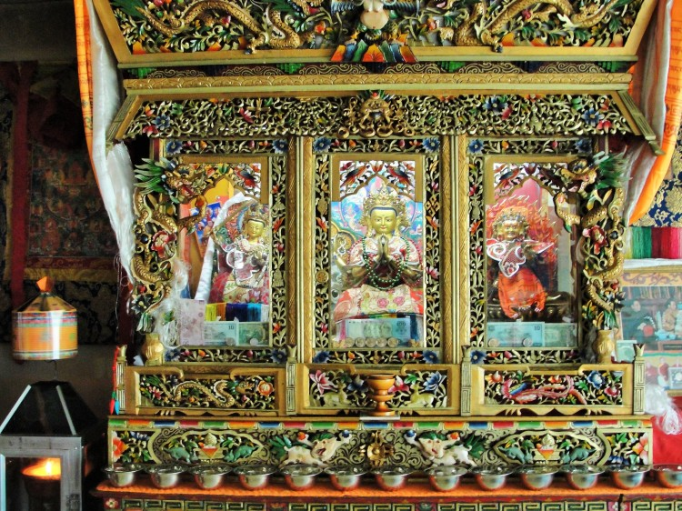 42-02 A home shrine, Lhasa