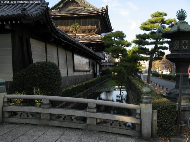 img 5861 kyoto higashi hongan ji - buddhist temple bridge